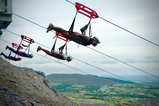 Bethesda, UK: Breathtaking views of the Welsh countryside from the top of the big zipper!