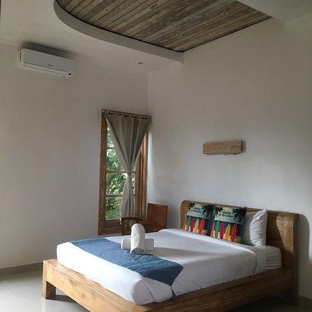 Tanah Lot, Ινδονησία: Piccolo hotel disperso nel nulla. Molto bella l'infrastruttura, ma poco ben sfruttata. Il posto