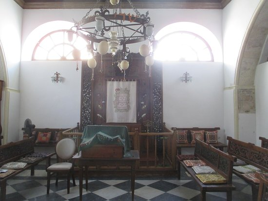 Chania, Yunani: The interior and the Holy Arch