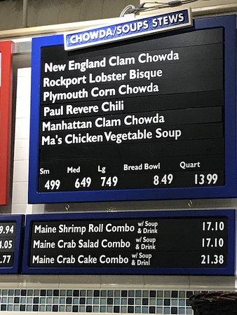 Boston Chowda: Prezzi del locale, la zuppa nel pane costa 8.49