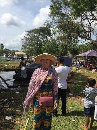 "Dondra, Sri Lanka: Парк возле храма и ""омовение слона"""