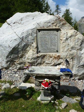 Canosio, Italien: Il cippo e la lapide