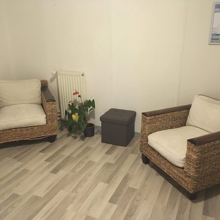 Hauteville-Lompnes, Frankrike: Fauteuils dispo dans un petit espace au 2ème étage