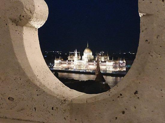 Halászbástya: Bastión de noche