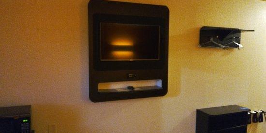 Kingsland, GA: Flat screen well placed on the wall