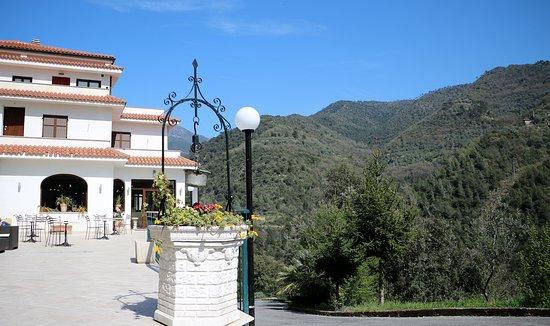 Rocchetta Nervina, Ιταλία: Restaurant outside