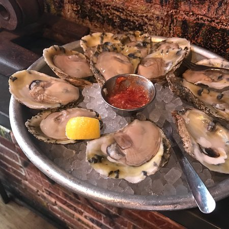Jax Fish House & Oyster Bar: Perfect happy hour food!