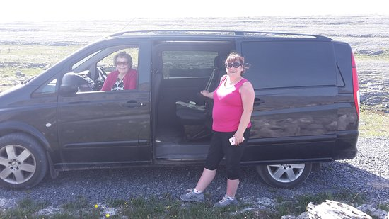 Fanore, Ирландия: On tour with my mother