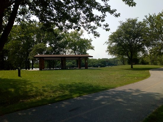 Winnetka, IL: Cycling trail and picnic shade