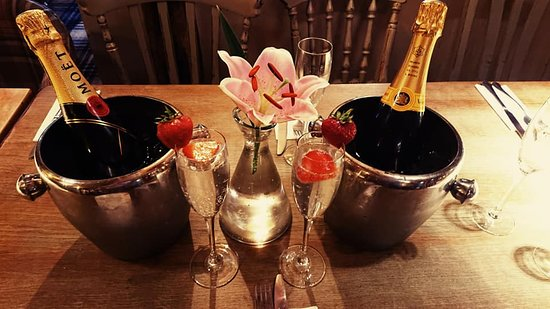 We have a range of champagne and prosecco to help you celebrate that special occasion!