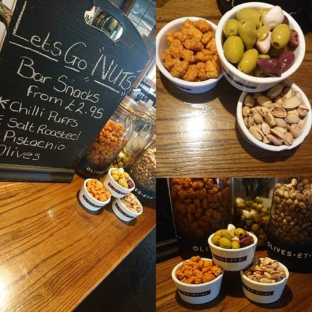 Chester Moor, UK: Feeling peckish? grab a bowl of pistachios, olives or chilli puffs, available from the bar!