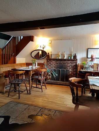 Black Horse Inn: Lovely Food company and location