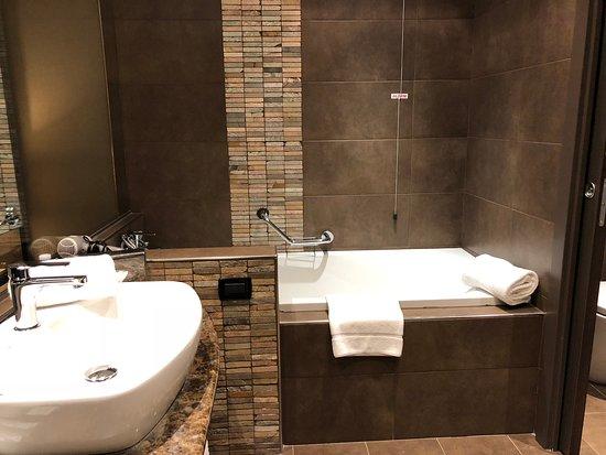 Vasca Da Bagno Per Hotel : Vasca da bagno picture of sheraton milan malpensa airport hotel