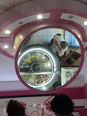 Casalborgone, Italy: Ecco la ruota del gelato 🤣