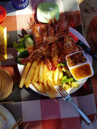 Warung Get Lucky: Delicious grilled prawns with fabulous sauces