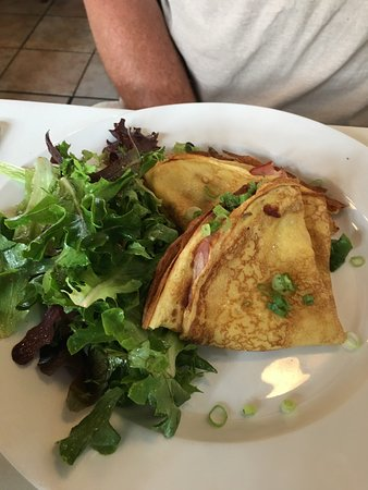 Bacchus Bistro: Stuffed crepes