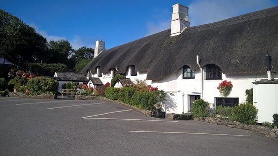 The Cott Inn: Top gepflegtes Gebäude mit vielen Parkplätzen und fantastischen Sitzmöglichkeiten im Garten