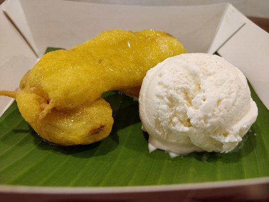 Bangalore District, Indien: Fried Banana with Vanilla Ice Cream