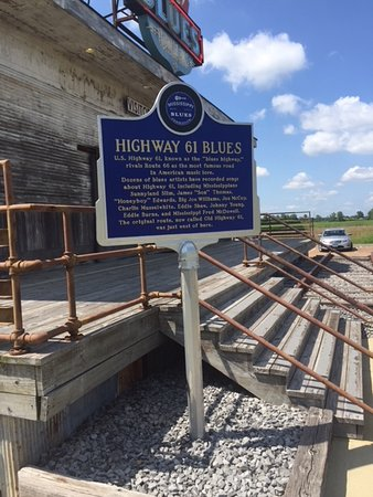 Gateway To The Blues Visitor Center & Museum: Mississippi Historic Sign