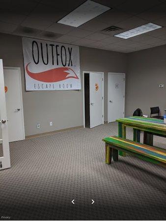 Coralville, Айова: Cozy interior of Outfox