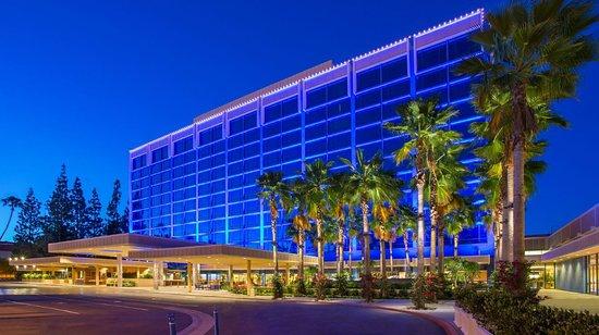 Restaurants In Garden Walk Anaheim: DISNEYLAND HOTEL (Anaheim, California)