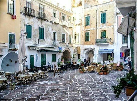 Il salotto della Costiera - Recensioni su Piazzetta Umberto I, Atrani -  Tripadvisor