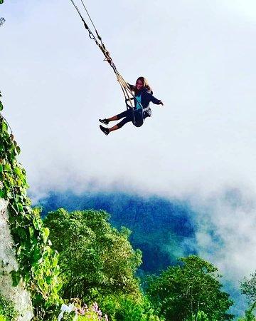 Aguilas del Manto: Swing overlooking the volcano