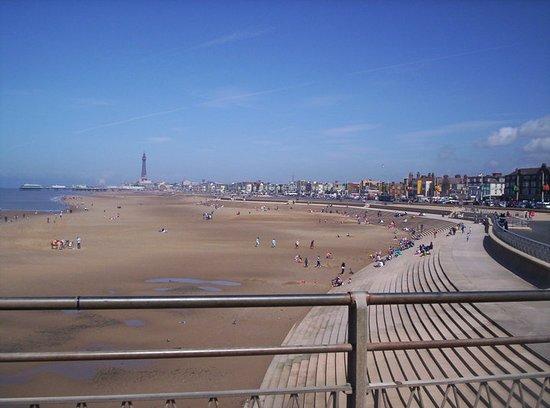 Blackpool Pleasure Beach: Outside the Pleasure Beach, Awesome Blackpool