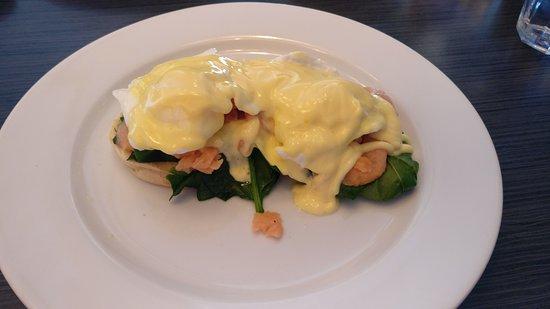 Como, Australia: Salmon eggs benedict