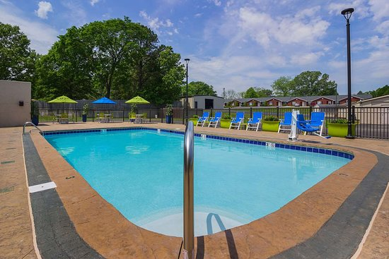 Paris, TN: Outdoor pool