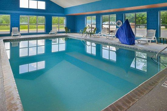 Dickson, TN: Indoor heated pool