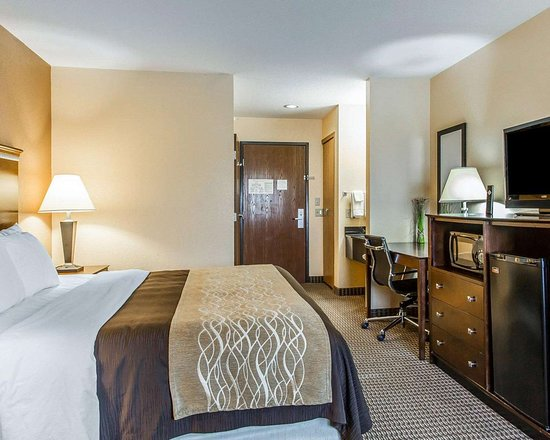 Mount Pleasant, IA: Spacious suite with added amenities