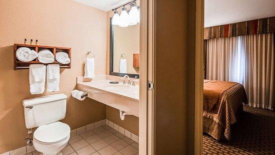 Oakwood, GA: Guest Bathroom