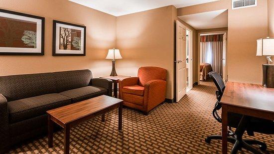Oakwood, GA: Two Room Suite