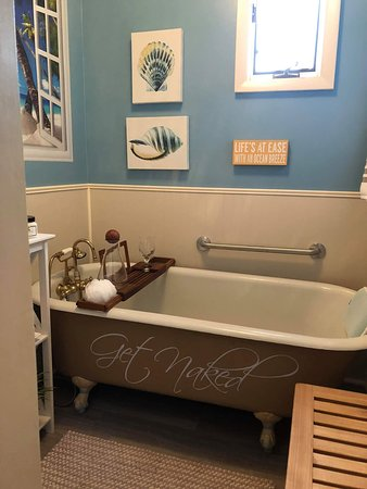 Saint Francis, KS: Relax and unwind after a day of travel or before a massage with a Lemongrass Spa Mineral Bath.