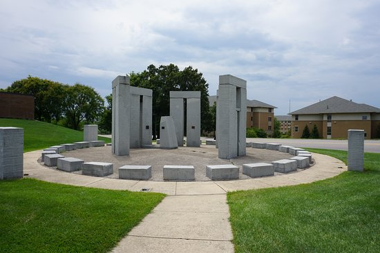 Rolla, MO: Neat small-scale replica of Stonehenge