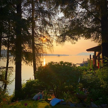 Black Bear Inn: The inside passage had something beautiful to offer at every glance.
