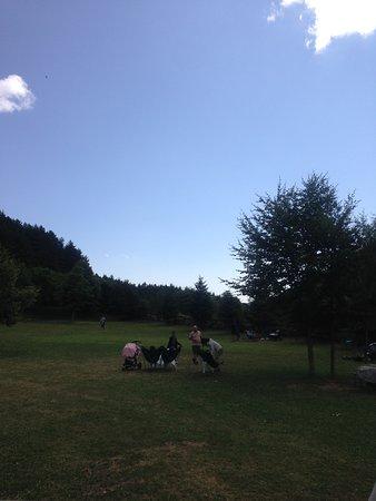Aisa, Spanien: Entorno con tumbonas. Ideal para ir con niños.