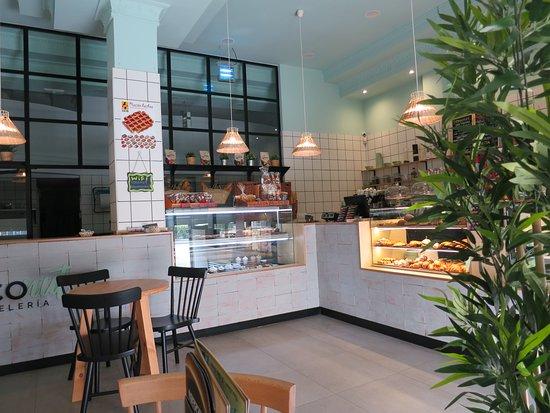 Coconut Pasteleria: Vitrina pasteles Coconut