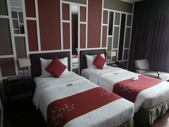 Royal Lotus Hotel Halong: Twin share, Royal Lotus Hotel, Halong Bay