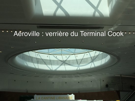 Tremblay-En-France, Francia: Aéroville : verrière ronde du Terminal Cook