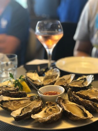 Le Royalty: 12 Oysters for 24 EUR