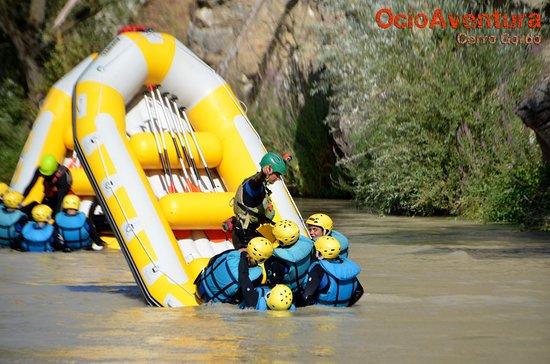 Cuevas Bajas, Spain: Durante el principio del recorrido hay varios juegos como volcar la barca o hacer un caballito