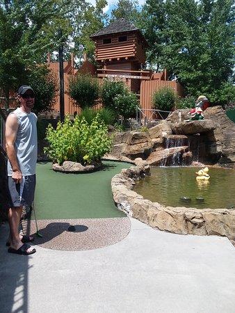 Ripley's Davy Crockett Mini Golf: Fort that you walk up into