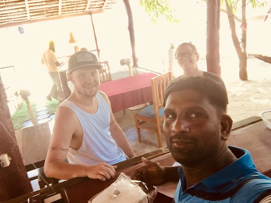 Sam's Hut Restaurant: Subu with Guest