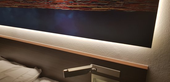 Citymax Hotels Al Barsha: Newly renovated room with the new lighting display/