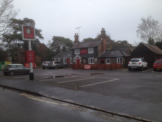 Tadley, UK: Parking at The Cricketers