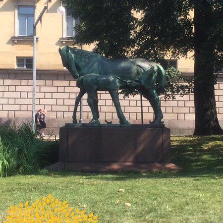 تمثال الفرس وابنها