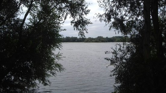 Irthlingborough, UK: Kinewell Lake,view from the track