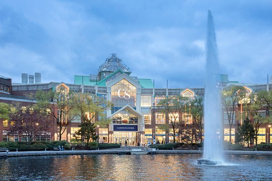 CambridgeSide: Shopping Destination Steps from Boston